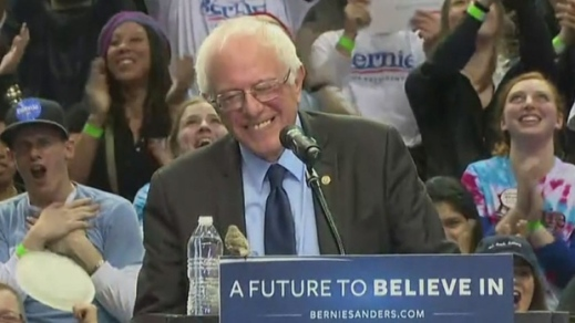bernie-sanders-upstaged-by-a-bird-in-portland_2
